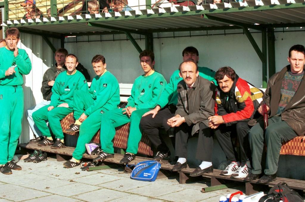 fot. Włodzimierz Sierakowski, Dariusz Grzesik trzeci z lewej. W środku Wojciech Szala, obecny Dyrektor Sportowy GKS Tychy, rok 1994.
